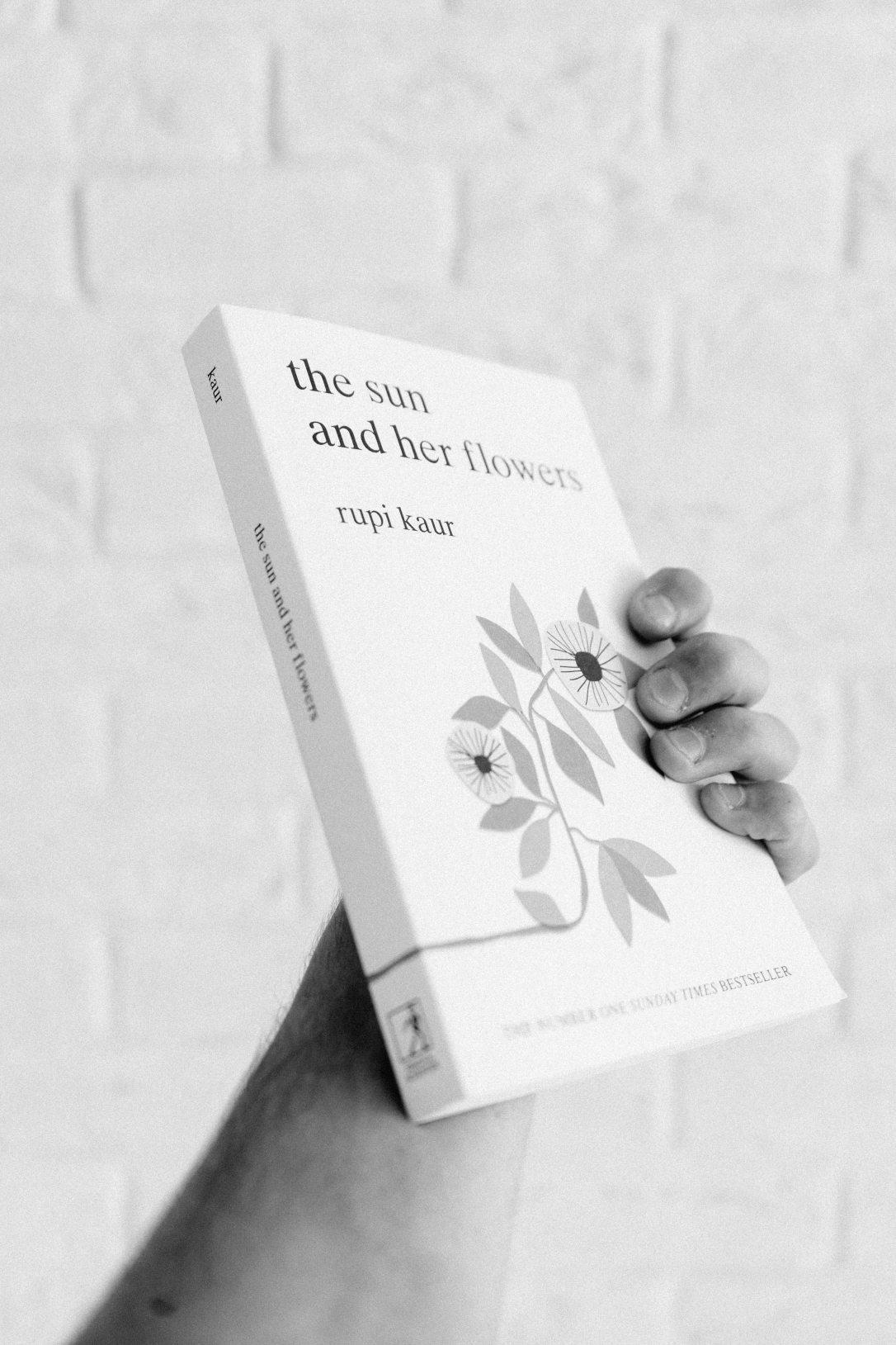 black-and-white-blur-book-1424874